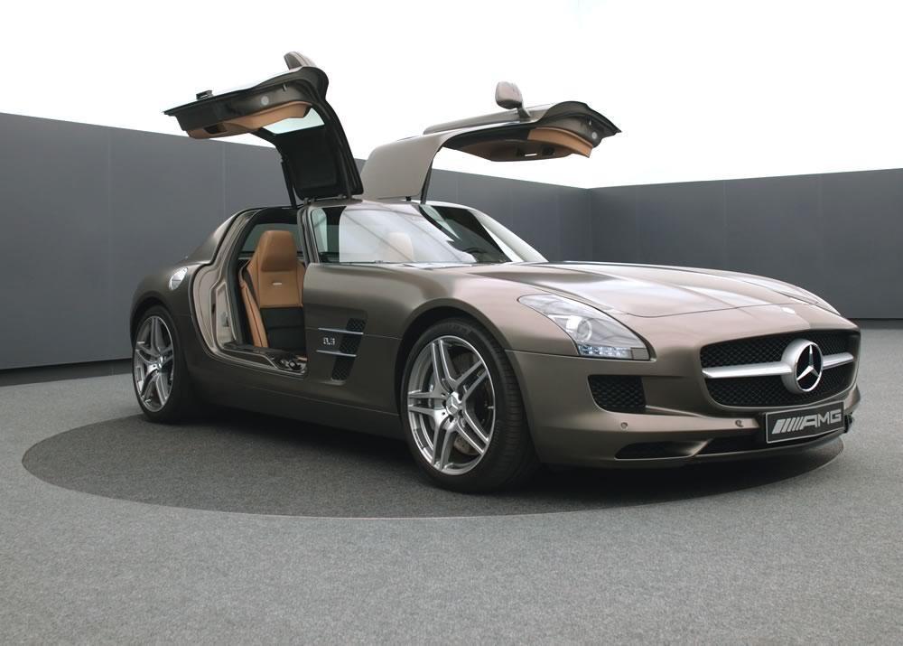 Drehscheibe ø 5 m, Mercedes AMG. Für die besten Autos der Welt die besten Drehscheiben. Steigen Sie mit uns ein in die Welt der drehenden Scheiben.