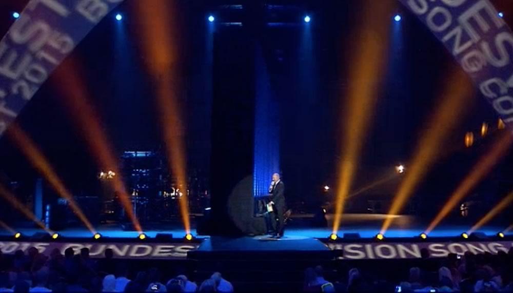 Drehscheibe ø 24 m, Stefan Raab im Bundesvision Song Contest 2015 auf einer 24 Meter Drehscheibe von Bumat.