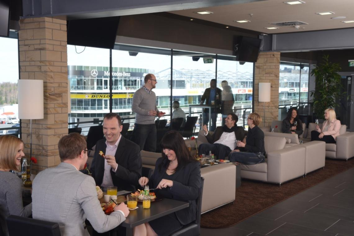 Hospitality in der TÜV Rheinland business°lounge
