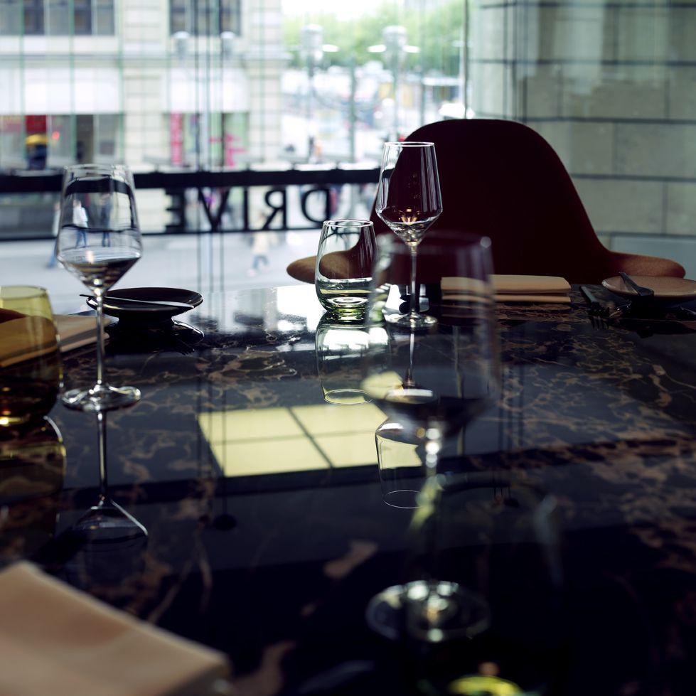 Fine Dining Restaurant ZEITGEIST im DRIVE. Volkswagen Group Forum, Berlin Mitte Küchenchef hier ist Spitzenkoch Philipp Liebisch. Foto: DRIVE. Volkswagen Group Forum