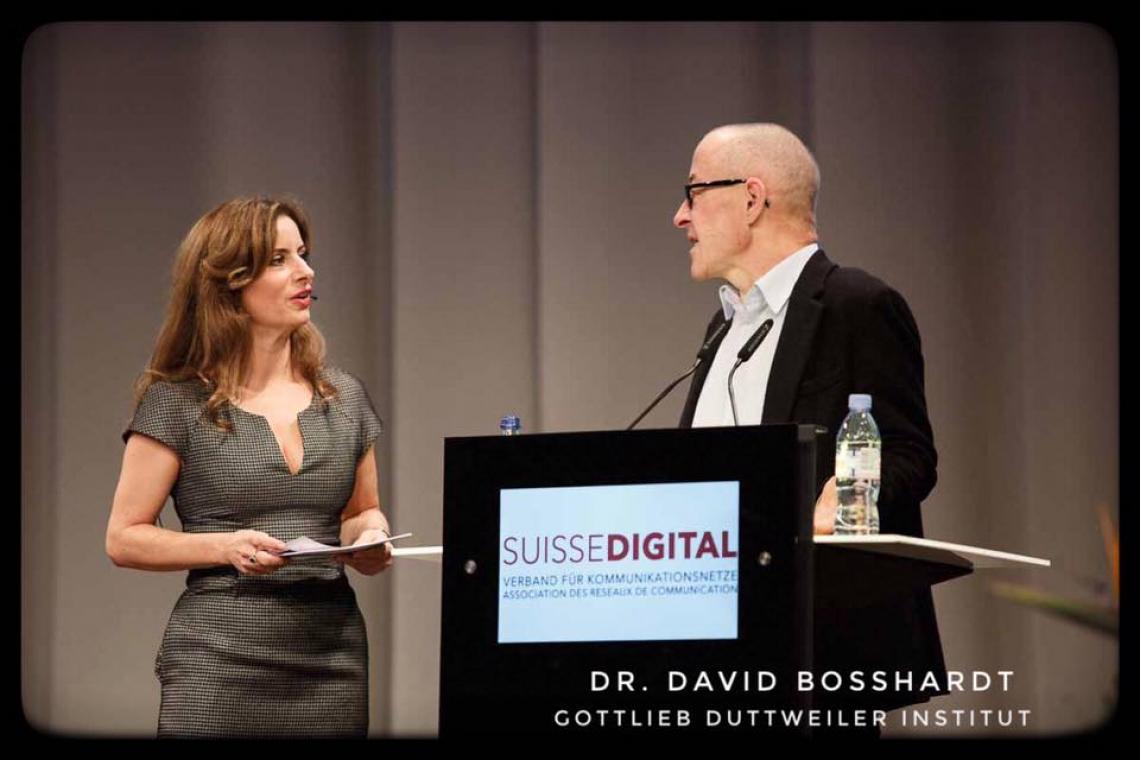 Isabel Florido, mehrsprachige Moderation Isabel moderiert den Suissedigital Day 2016 in Bern!