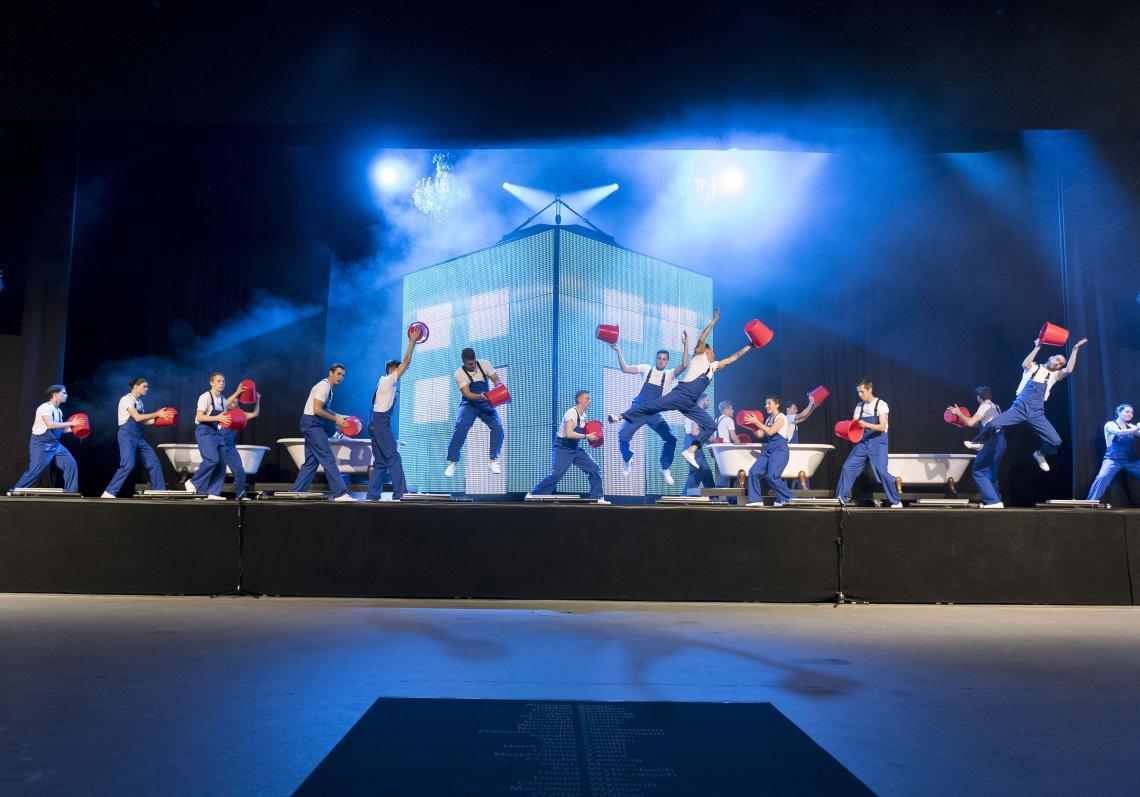 Firmenjubiläum mit tanzenden Mitarbeitern 125 jahre Suissetec