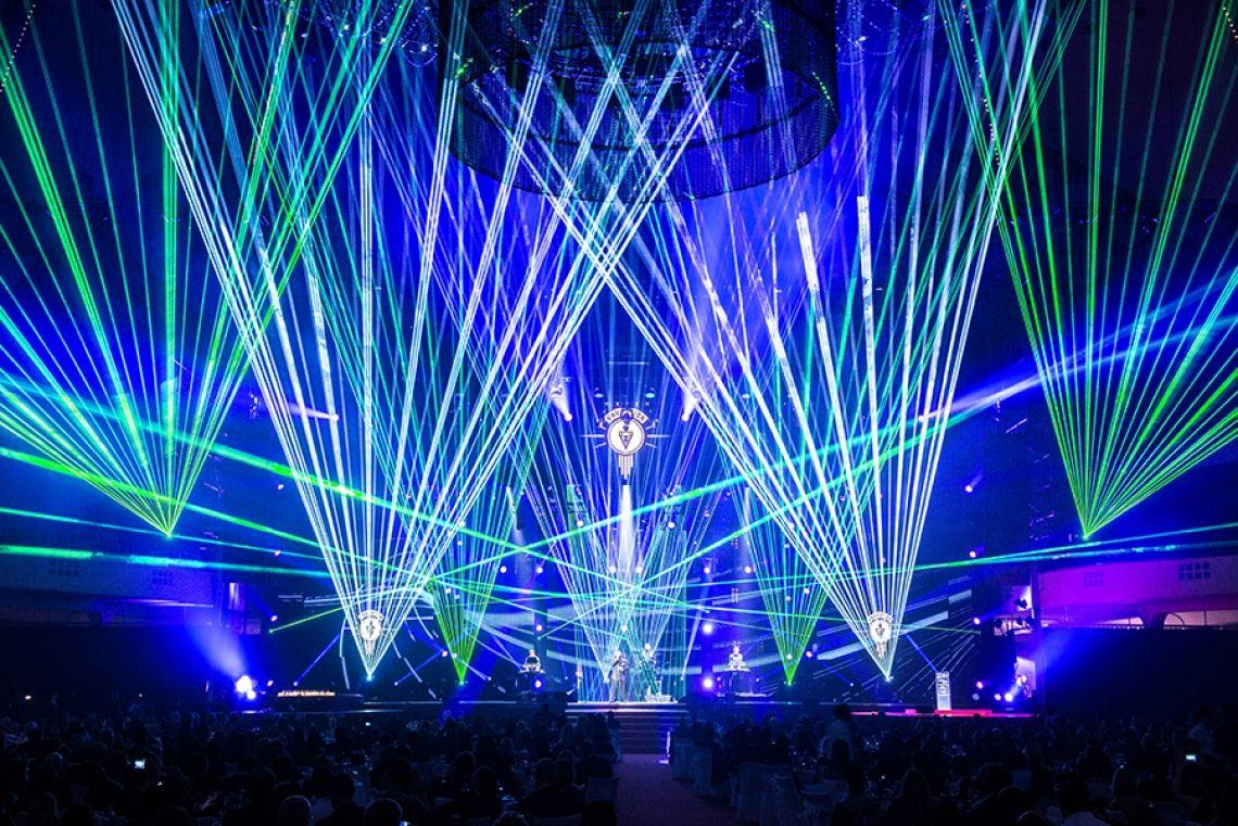 """LEA-Award in der Frankfurter Festhalle Ein optischer Höhepunkt war sicherlich die Laserinszenierung der tarm Showlaser GmbH zum Auftritt von """"VNV NATION""""."""