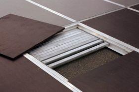Zeltzubehör - Zeltboden Mit dem multiflex-Profilrohrboden verbinden sich hohe Passgenauigkeit, einfaches Handling und Wirtschaftlichkeit. Wenn eine Sicherung des Zeltes über Erdanker nicht möglich ist, empfiehlt sich der multiflex-Boden als die beste Lösung. Denn bei seinem Einsatz kann auf die Verankerung des Hauptzeltes meist verzichtet werden. Der multiflex-Profilrohrboden ist im System erweiterbar für alle multiflex-Anbauten und Vieleckkonstruktionen. Je nach Anforderung stehen zwei Belagsqualitäten zur Verfügung: der helle, freundliche 3-Schicht-Bodenbelag oder der besonders stabile Belag aus 15-fach verleimter, finnischer Birken-Mehrschichtholzplatte. Auch beim Fußbodenrahmen kann je nach Einsatzzweck und Art des Zeltes unter verschiedenen Ausführungen gewählt werden.