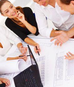"""Coaching & more Nutzen Sie unser Know-how im Bereich Schulung, Fort- und Weiterbildung, in dem wir seit 1997 erfolgreich für verschiedene Unternehmen und Bildungsträger arbeiten. Mit """"Event-Coaching"""" bieten wir Ihnen Direkt-Support im Unternehmen. Durch individuelle """"Inhouse-Schulungen"""" fördern wir gezielt Mitarbeiter verschiedener Organisationseinheiten, von der Assistentin bis zum Management."""