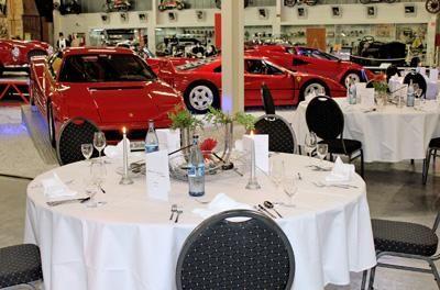 """Ferrari Ausstellung - Dinner """"Genuss"""" ist für uns das Stichwort, Ihren Gaumen ein wenig zu kitzeln und Sie zu einem Lächeln zu verführen. Überraschen Sie Ihre Gäste doch mit einem exklusiven Fingerfood-Buffet oder köstlichem Dinner in einmaligem Ambiente."""