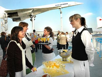 Concorde Flight Deck - Empfang Gerne begrüßen wir Sie auch mit Champagner und einem Amuse-Gueule auf dem Flight Deck beim französischen Überschallflugzeug Concorde.