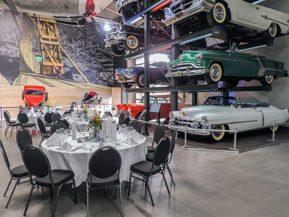 American Dream Car-Collection Wir laden Sie ein zu einer einmaligen Entdeckungsreise durch die Vergangenheit, Gegenwart und Zukunft der Technik und erleben Sie einzigartige Meilensteine der Ingenieurskunst und den Zeitgeist, aus dem heraus sie entstanden sind.