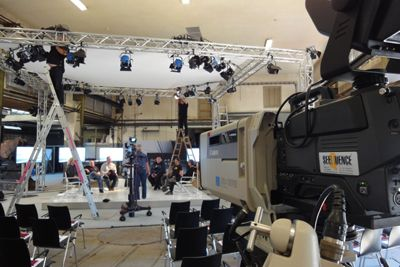 Vier Kamera-Produktion für ein Wirtschaftsforum (mit DVD-Produktion) Vier Kamera-Produktion für ein Wirtschaftsforum (mit DVD-Produktion)