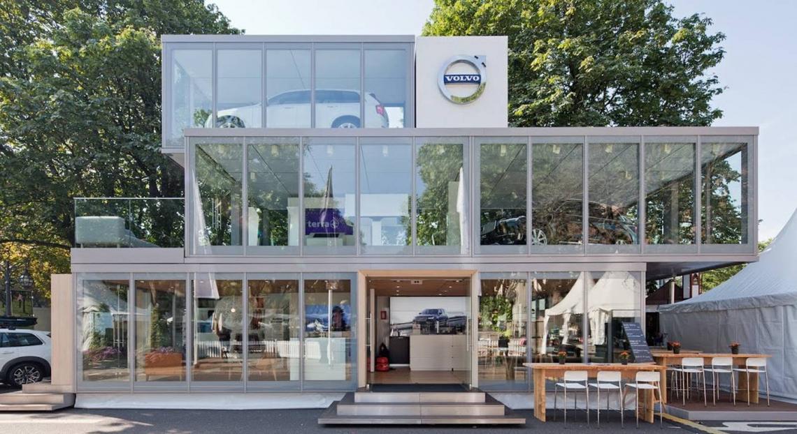 Mobile Autohäuser Volvo Car Germany Roadshow-Raumbauten, frei skalierbar von 15 bis 120 Quadratmeter Fläche, ermöglichen dem VOLVO Vertrieb unmittelbar im Herzen der Zielgruppen präsent zu sein. Die Module beinhalten unter anderem eine umfangreiche Technikausstellung, Präsentations- und Beratungsbereiche, hochwertige Cateringstationen sowie eine Outdoor-Lounge. Die Module werden auch in den nächsten Jahren zahlreiche Einsätze haben.