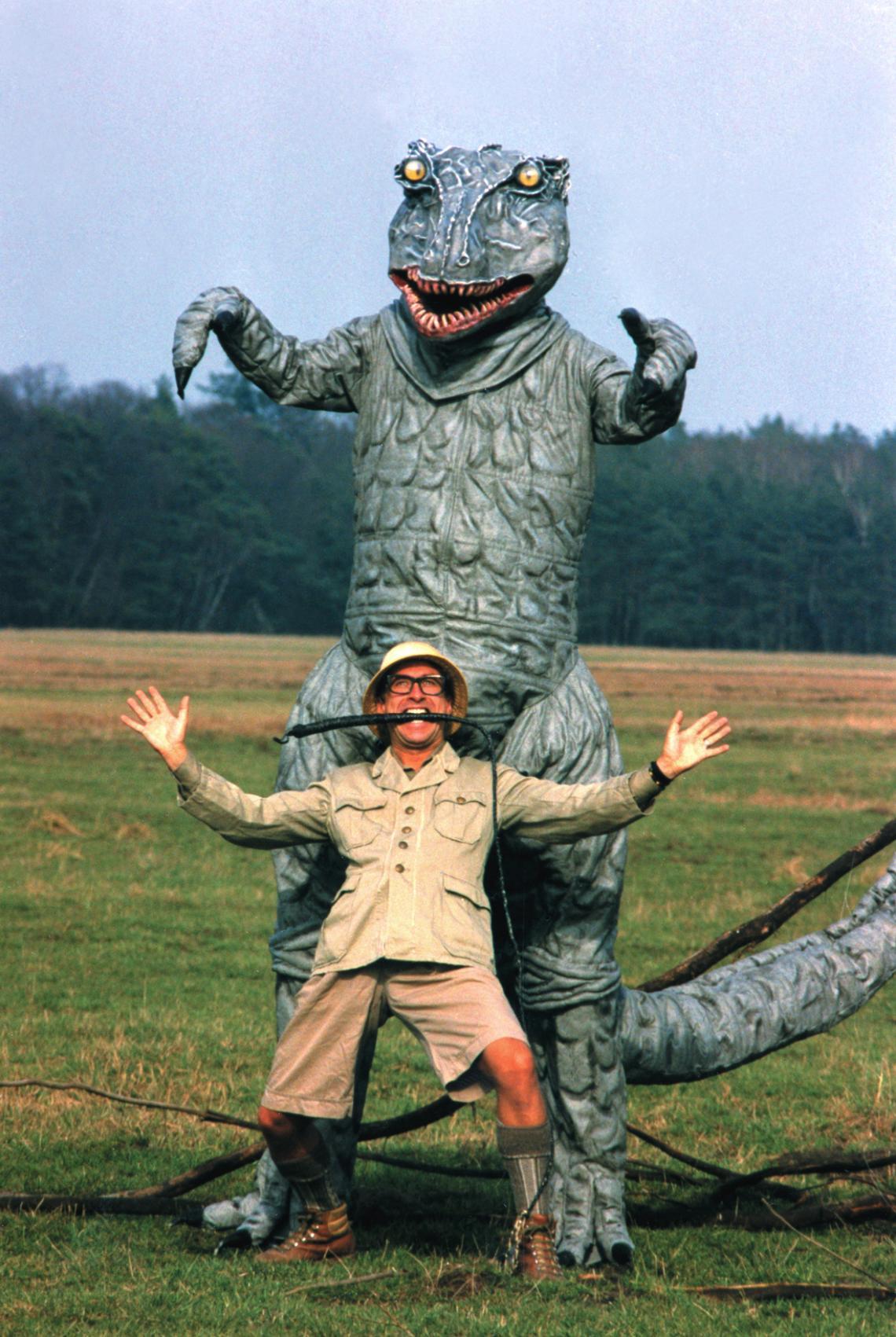 """PICO BELLO's """"Dino & Saurus"""" - das urzeitliche Stelzentheater! PICO BELLO's """"Dino & Saurus"""" - das urzeitliche Stelzentheater! Diese aussergewöhnliche Begegnung mit 2 über 4m grossen Dinosauriern hat einen riesen grossen Unterhaltungswert, von dem alle noch lange begeistert reden werden. Bekannt aus Werbung, Film & TV."""