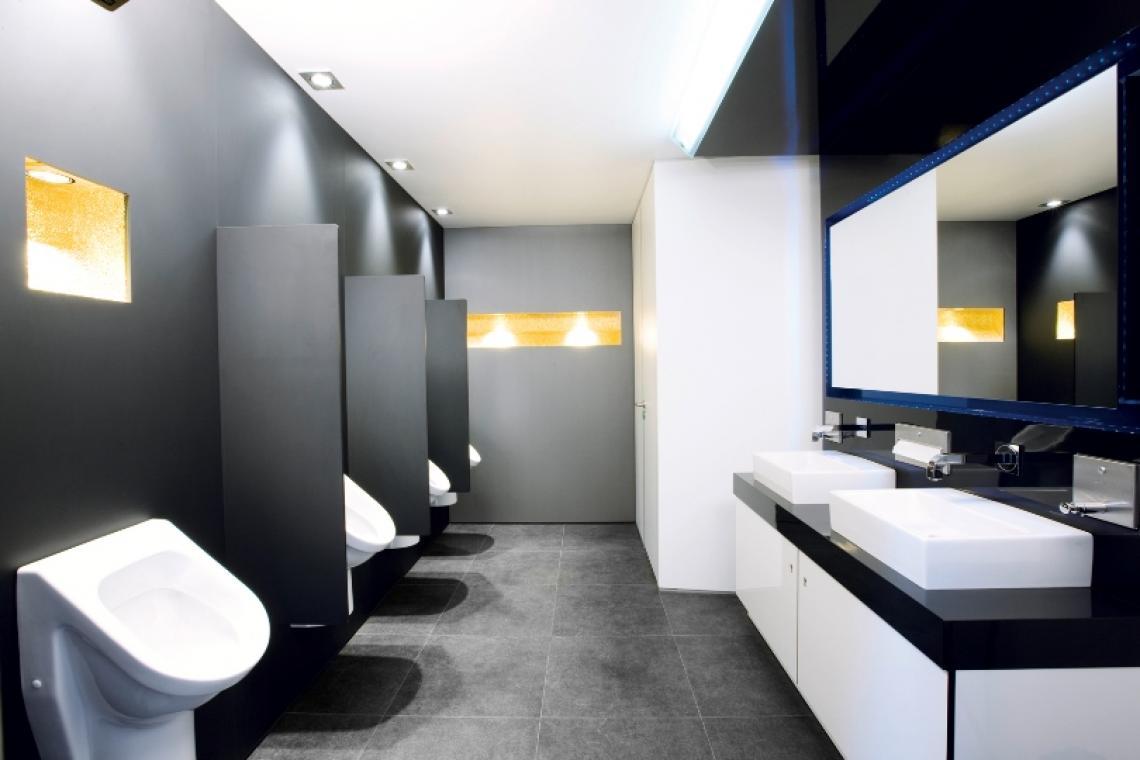 Für IHN...konsequent männlich. Modernes Design mit klaren Linien. Ein ausgeklügeltes Lichtkonzept, welches funktionales und stimmungsgebendes Licht je nach Bereich einsetzt, sowie Fußbodenheizung, Klimaanlage, Beduftungsanlage und BOSE-Soundsystem sorgen für angenehme Atmosphäre.