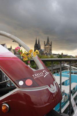 Unsere Herzstücke: Citycruiser & Velocab Zwei Fahrgäste genießen unbeschwert ein außergewöhnliches Erlebnis.