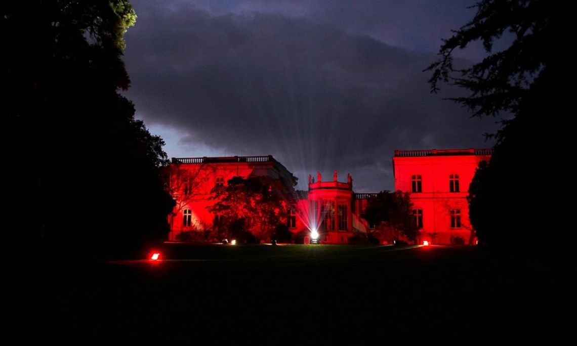 Schloss Monrepos in dramatischem Licht. Die Luminale nimmt ihren Ausgang in Frankfurt durchs Rhein-Main-Gebiet bis in den Rheingau.
