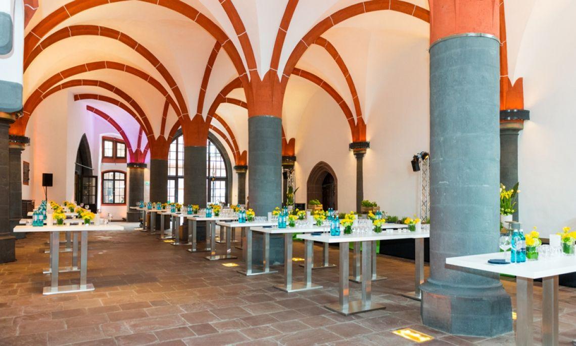 Empfang der Stadt Frankfurt zur Museumsnacht. Dezente Ausleuchtung der historischen Gewölbe bei Tageslicht. Foto: Markus Kohz.
