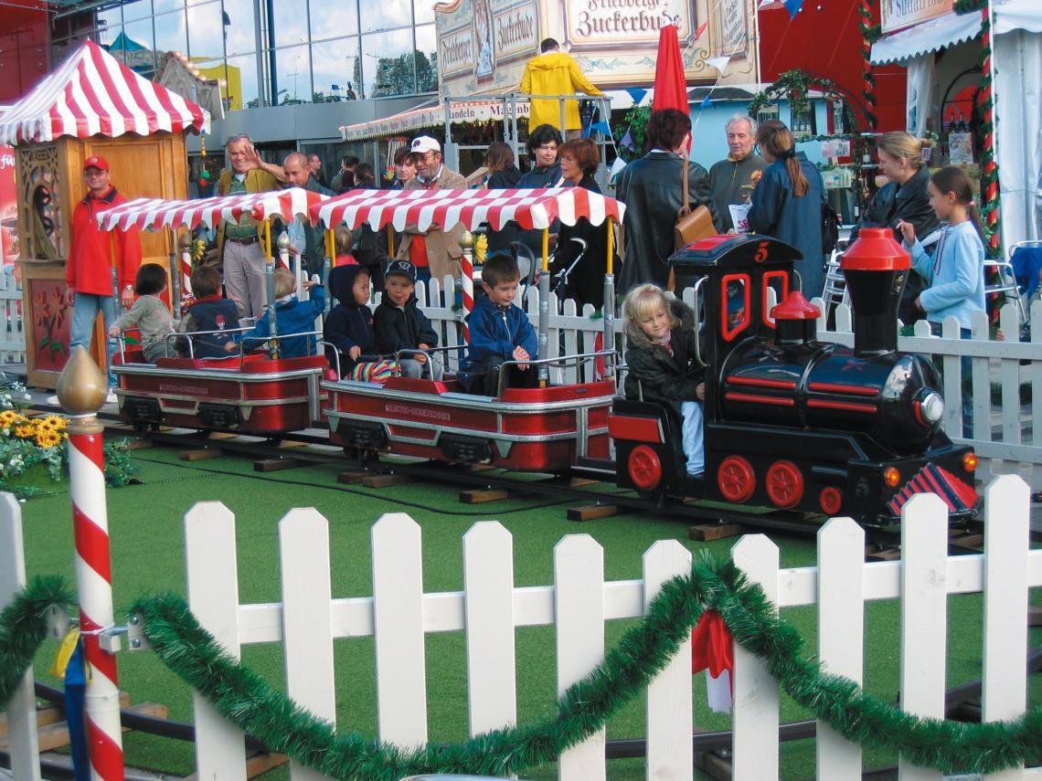 ERTL Karussell Land GmbH - Eisenbahn Toller Eisenbahnspass für große und kleine Gäste! Die lustige Bimmelbahn braust durchs Land und Ihre Kinder können die Fahrgäste sein! Auf jedem Fest eine Attraktion und ein unvergessliches Erlebnis für die Kids!