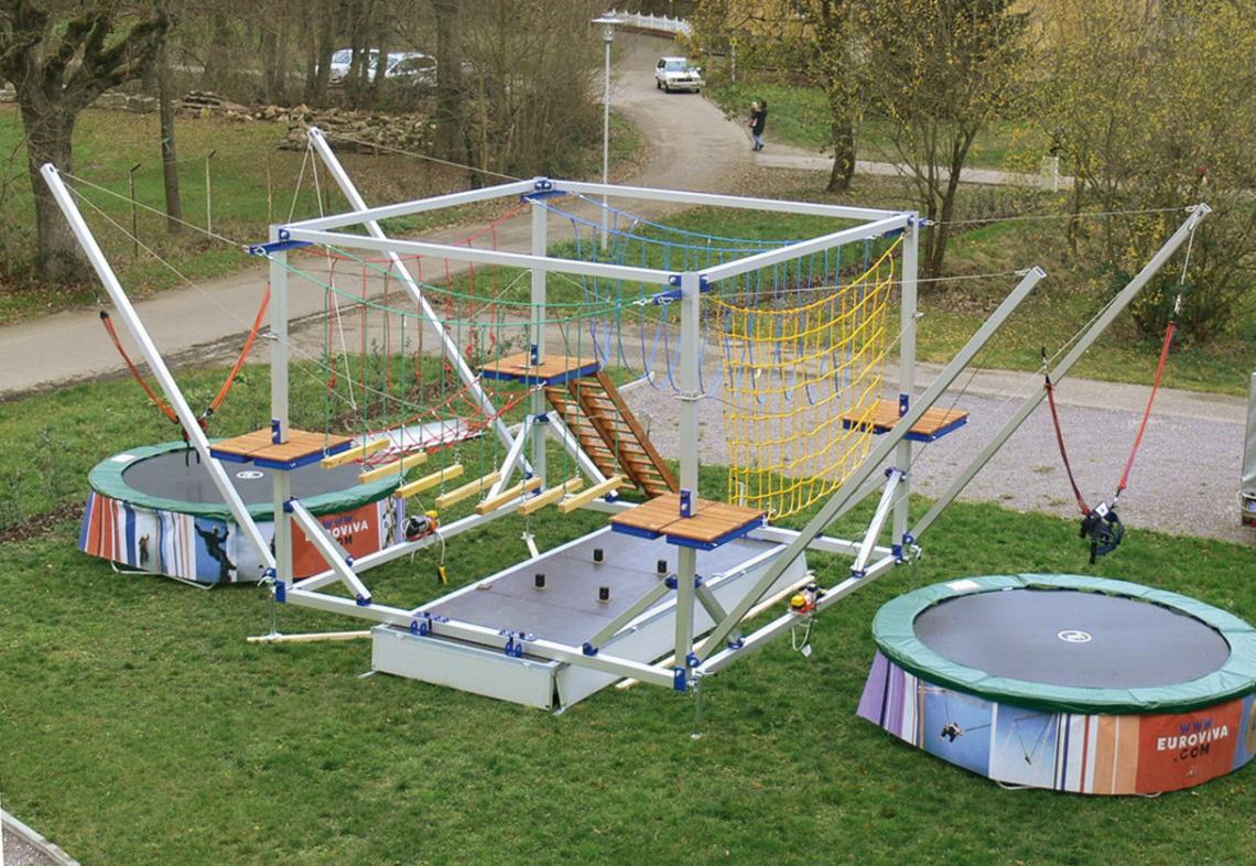 ERTL Karussell Land GmbH - Klettergarten  Mieten Sie einen mobilen Kletterpark für Kinder für Ihre Veranstaltung. Der mobile Klettergarten bietet 4 verschiedene Kletterwege über insgesamt 20 m und 2 Bungeetrampoline.