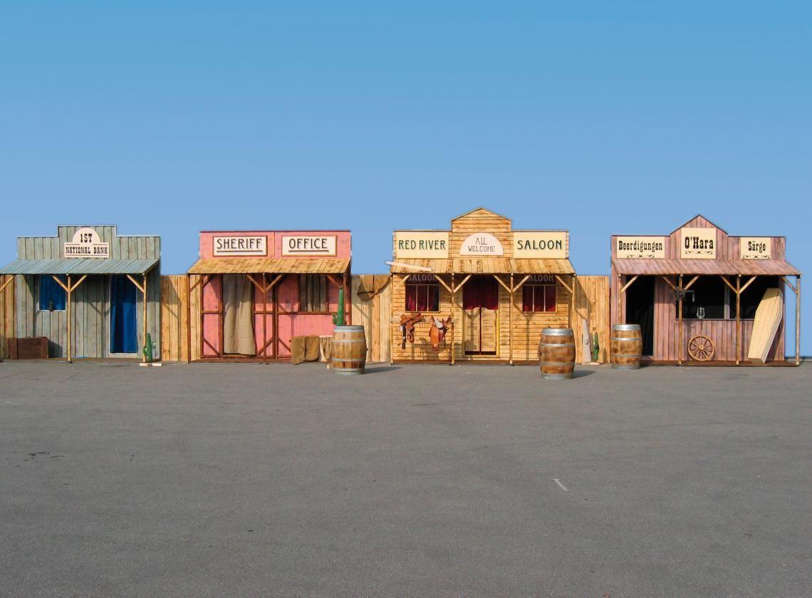 ERTL Karussell Land GmbH - Westerfassade Perfekt für große Veranstaltungen. Diese riesige Westernfassade ist schon fast wie eine ganze Stadt! Ihre Gäste werden sich ins Texas des 19. Jahrhunderts zurückversetzt fühlen. Ganze 18 Meter Westernfassade für Ihre Veranstaltung!