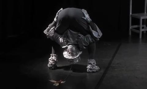 L.L.Silba: Comedy-Akrobatik, Stimmbänderstretching und Pseudopantomime
