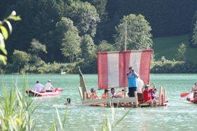 Teambuilding Baader - Tegernsee Teambuilding  Um die Mitarbeiter aus verschiedenen Standorten zusammen zu bringen wurde die Idee geboren Wikingerschiffe zu bauen und anschließend mit dem gesamten Team den See zu befahren.