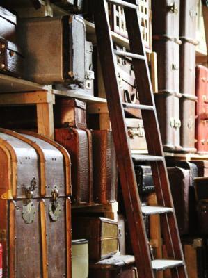 Alte Reise- und Überseekoffer