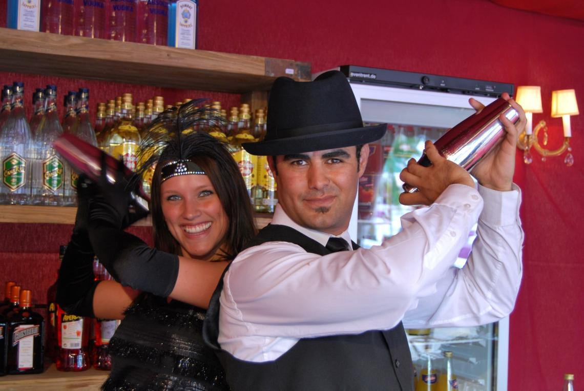 Cocktailmixer Begeistern Sie Ihre Gäste mit professionell gemixten und dargebotenen Cocktails. Mit und ohne Alkohol, gerührt und geschüttelt.