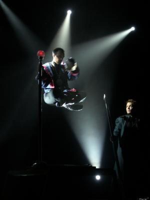 Der schwebende Magier Große Illusionen, die auf jeder Bühne begeistern.