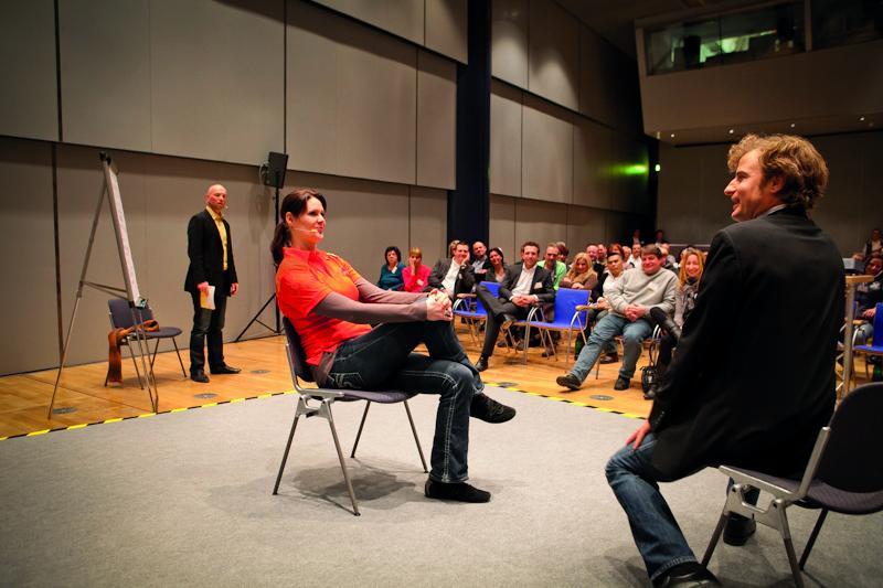 """Interaktives Unternehmenstheater """"Durch die Art der Präsentation ist es hervorragend gelungen, die Wirkung von Führungsverhalten auf den Punkt zu bringen. THEATER-INTERAKTIV war sicherlich nicht das letzte Mal bei uns!"""" (Heinrich Brüggemann, Regionalleitung, DB Regio NRW)"""