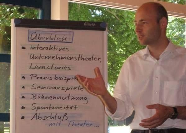 """Moderation TeamEvents """"Besonders positiv hat mich überrascht, wie das Businesstheater Team auch seine Expertise in Bezug auf Veranstaltungsdesign und -moderation eingebracht hat. Ich freue mich schon auf das nächste gemeinsame Projekt!"""" (Regine König, Expertin HRD, Personalentwicklung Konzern Deutschland, Deutsche Post, DHL)"""