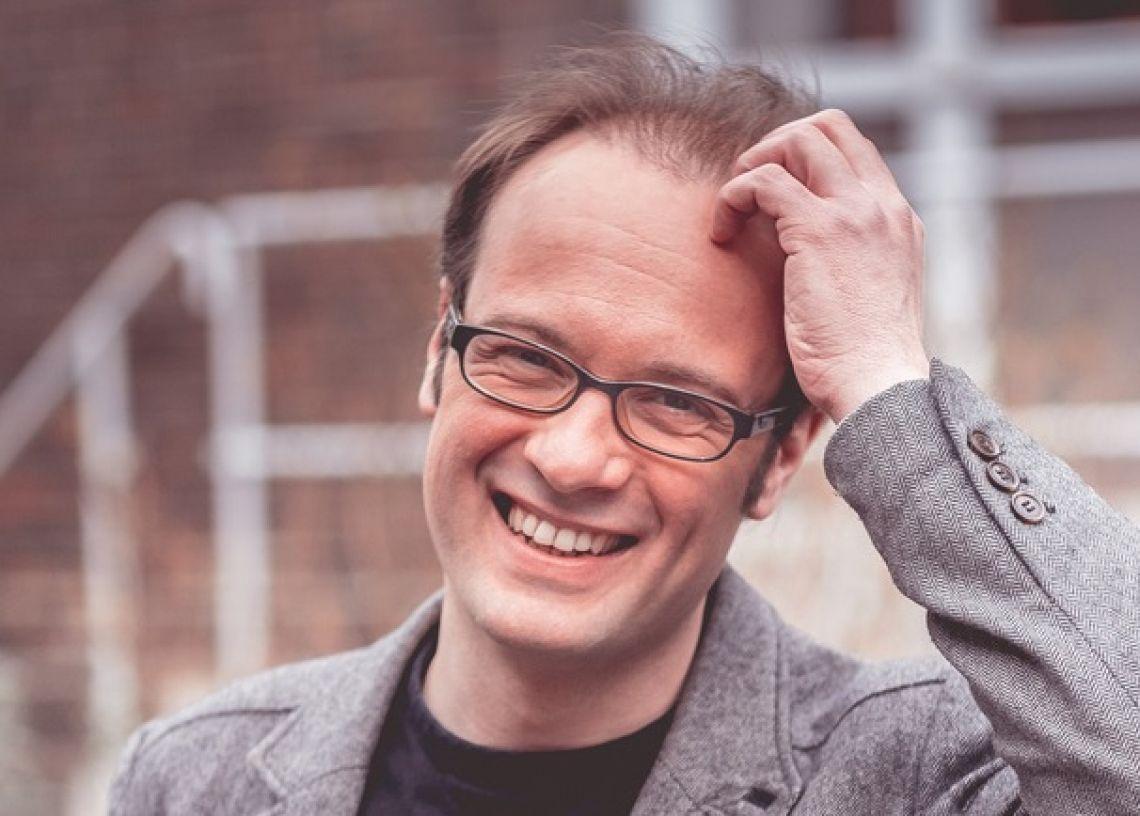 René Sydow Der Kabarettist, Schriftsteller, Schauspieler und Regisseur René Sydow präsentiert politisches Kabarett als intellektuellen Hochgenuss.