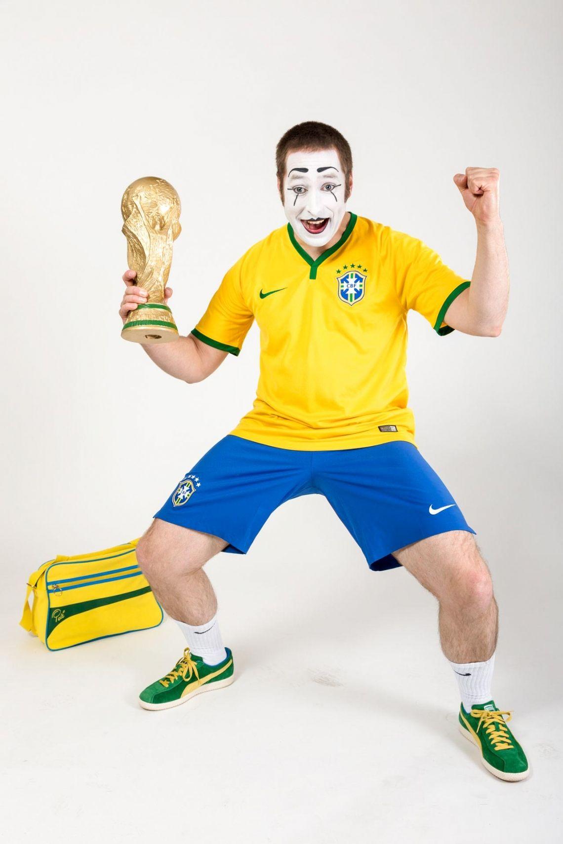 Bastian als Fußballer Der Ball ist rund, ein Spiel dauert 90 Minuten... Wünschen Sie sich Bastian, gekleidet in den Landesfarben Ihres Teams.