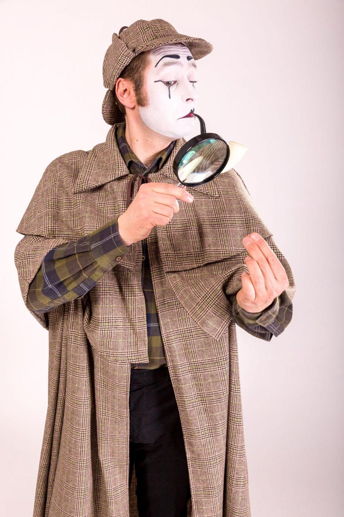 Bastian als Sherlock Holmes Was meinen Sie, Watson? Sherlock Holmes hat ein neues Aufgabenfeld für sich entdeckt – als Pantomime, was sonst! Wer weiß, vielleicht benötigen Sie ja auch ein Duo?