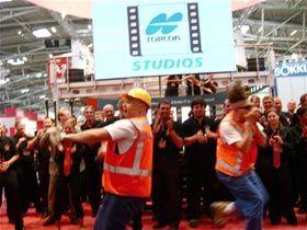 Messeshow mit einem für die Firma Top Con produzierten Hip Hop Song.