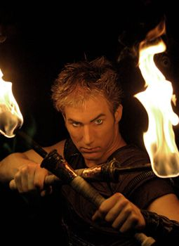 FUEGO - Die Feuershow mit Till Pöhlmann FUEGO  die feuerperformance  fackeljonglage und flammentanz mit feuerstäben  ein spiel mit dem feuer dem faszinierendsten aller elemente