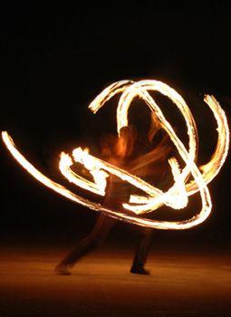 FUEGO - Die Feuer-Performance mit Till Pöhlmann FUEGO  brennende bilder und feuerkreise erhitzen die sinne  in diesem elegant und rasant inszenierten flammenrausch  ein brandheißer act