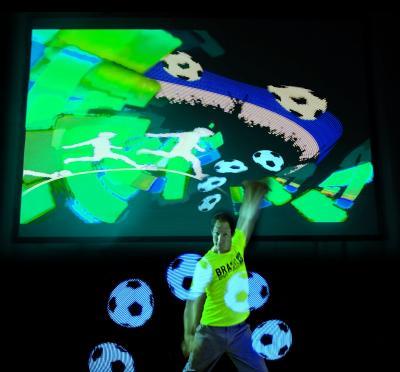 Till Pöhlmann - Live-Lightpainting-Show zum Thema Fußball