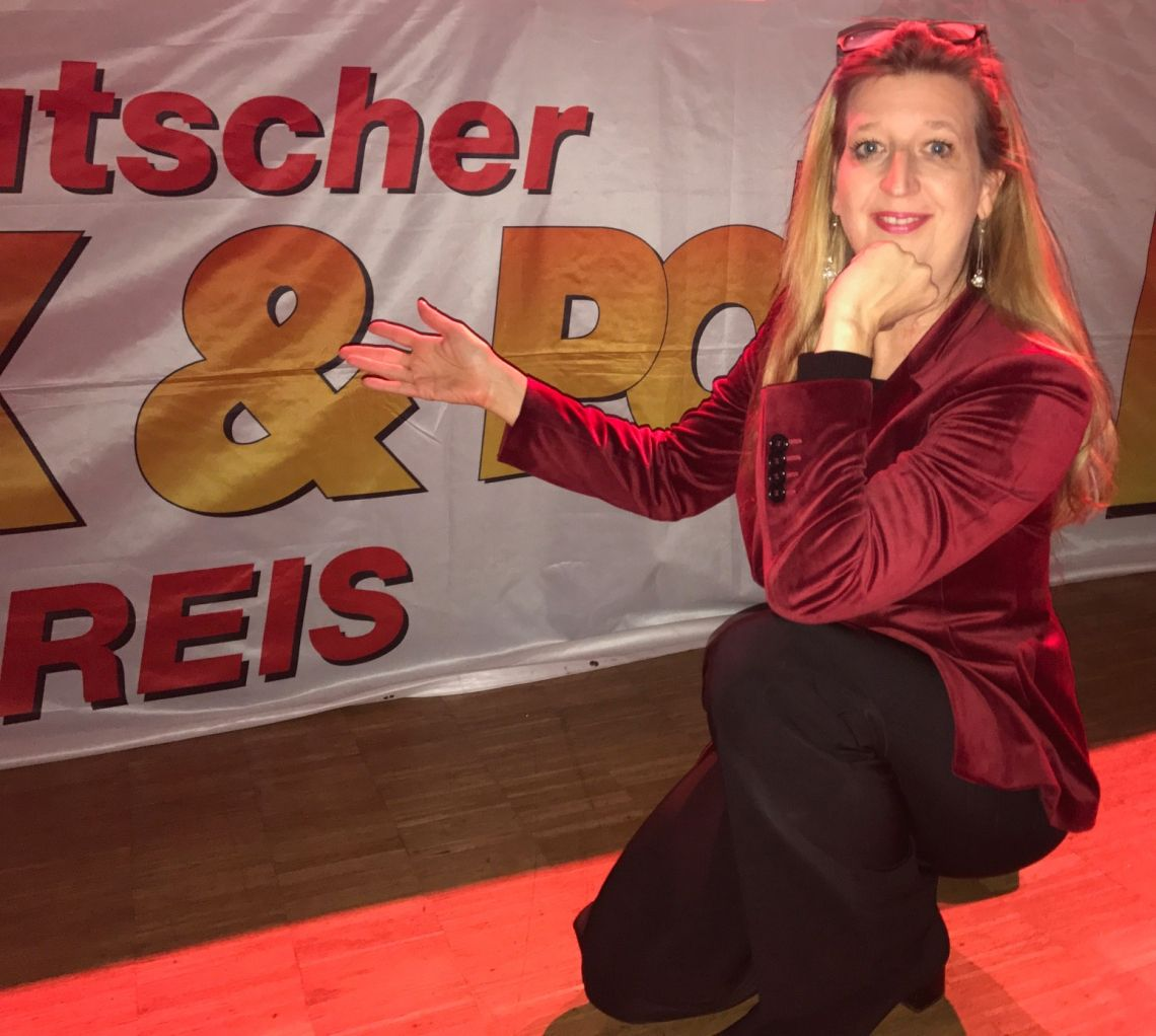 """Stefanie Rummel Gewinnerin beim Deutschen Rock und Pop Preis Stefanie Rummel hat beim Deutschen Rock und Pop Preis 2017 am 9.12.2017 in der Siegerlandhalle den 3. und 2. Platz in den Kategorien """"Musicalsängerin"""" und """"Musical CD"""" gewonnen."""