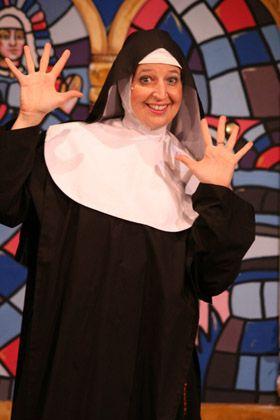 Stefanie Rummel: Musical Non(n)sense Schwester Hubert Stefanie Rummel, www.One-Woman-Show.de Foto:  Maryanto Fischer