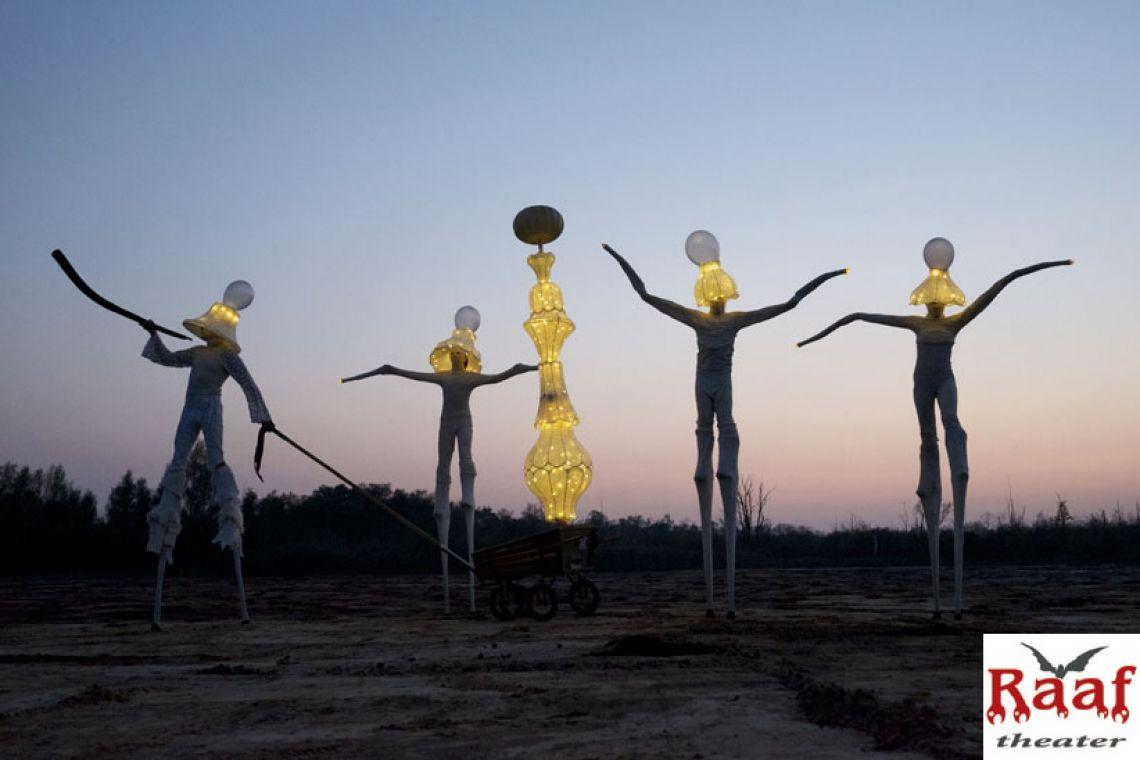 L'homme Universal Statue des Glaubens, der Hoffnung und der Liebe.