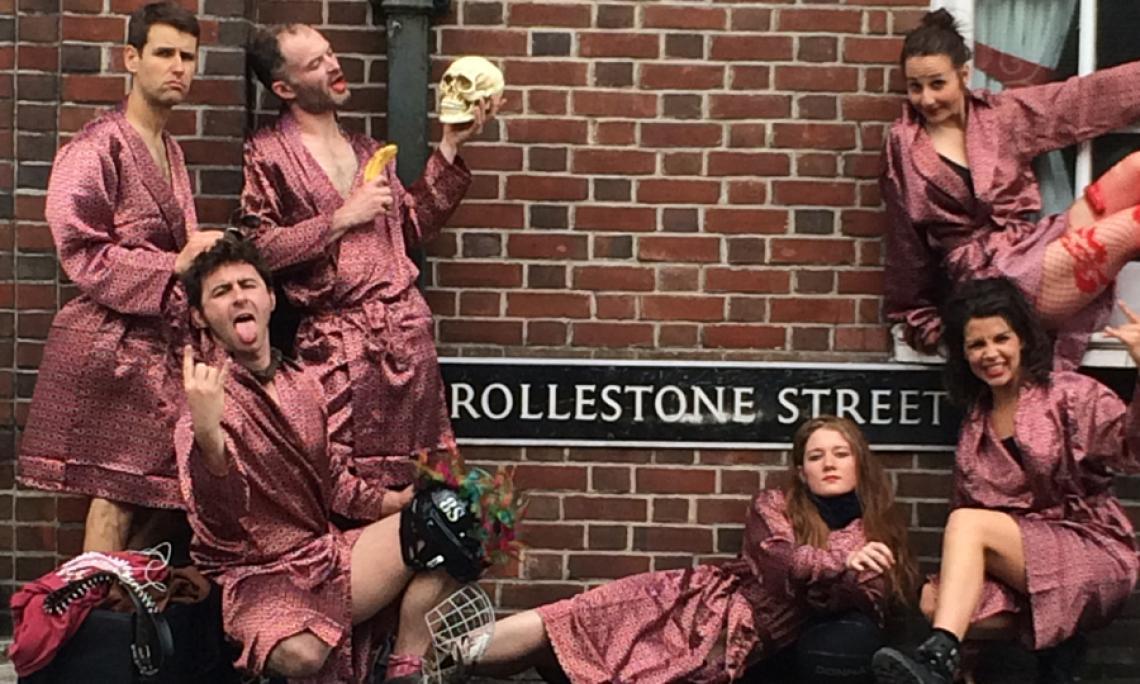 8 Songs - a tribute to rock'n'roll Back to the roots : mit 8 ausgewählten Songs huldigen Gandini Juggling den großen Stars - Musik spielt die Hauptrolle, die meisterhafte Jonglage ist quasi das Beiwerk. 30 Minuten Erinnerungen an Rolling Stones, Velvet Underground, David Bowie, Bob Dylan ...