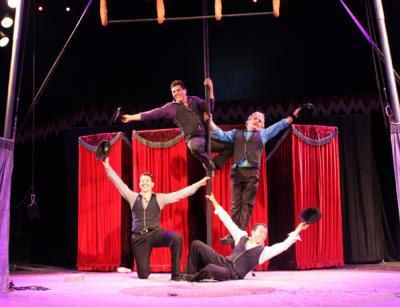 """Els Elegants : Humor + Circus aus Katalonien - für Bühne, Varieté und Strasse ELS ELEGANTS : """"Fleischgewordene Frauenträume verwandeln das Amphittheater in ein spanisches Straßenfest"""" (SZ, nach der Deutschlandpremiere auf dem Tollwood Festival) Klassischer katalanischer Circus vom Feinsten: Gekonnte Akrobatik, Spielfreude, Humor und Selbstironie - gute Zutaten für einen gelungenen Abend. 2016 : die Abschiedstournee"""