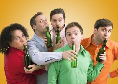 Männer, Flaschen, Sensationen!