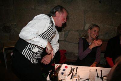 Der Spaßkellner Ein Komischer Kellner, den die Gäste lieben.