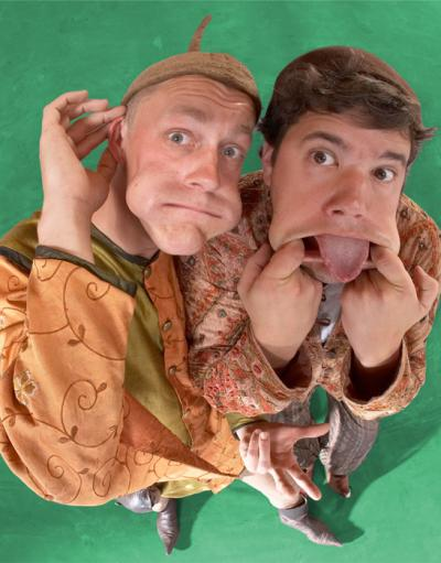 Die Gaukler Im mittelalterlichen Gewand präsentiert das Duo Forzarello allerlei Spaßvergnügen und Amüsemang. Da fliegen Keulen, Trommelstöcke, brennende Fackeln und Bonmots durch die Luft, auf die Pauke wird gehauen und man erfährt, warum 2 Gaukler 5 Arme brauchen – und auch haben. Der Höhepunkt: Das grandiose Abschlussspektakel mit Feuer. Fackeln werden durch die Luft gewirbelt und Forzarello trommeln – weltweit einzigartig – mit brennenden Fackeln auf Metallfässern und jonglieren noch dabei.
