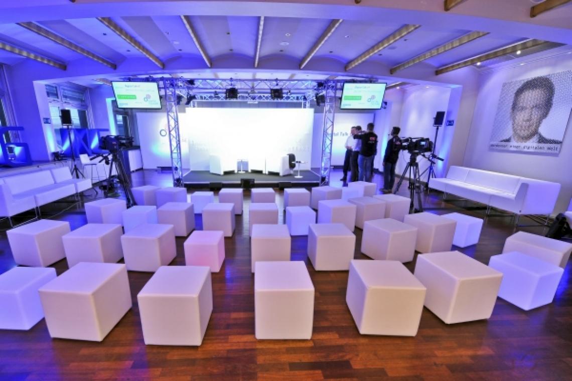 Veranstaltungsbau  Umsetzung des Veranstaltungsbau für eine Online TV Produktion in Köln
