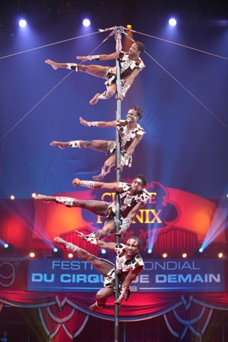 Akrobaten aus Afrika bieten spektakuläre Shows  Menschenpyramiden, Akrobatik und afrikanische Trommelmusik sorgen für höchste Aufmerksamkeit bei Ihren Events.