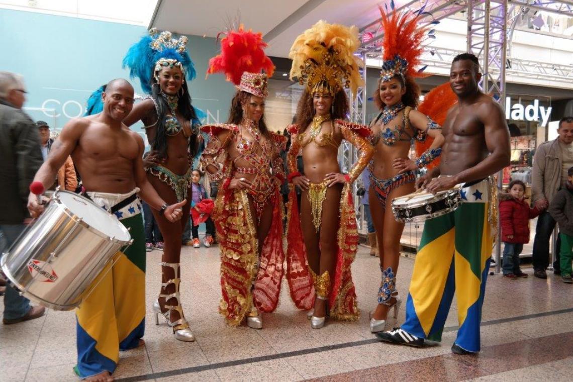 Brasilshows mit brasilianischen Tänzerinnen, Trommlern und Capoeira Brasilshows, brasilianische Tanzshows, Tänzerinnen, Tänzer, Trommler bringen brasilianisches Flair auf Weihnachtsfeiern, Galas, Firmenevents.