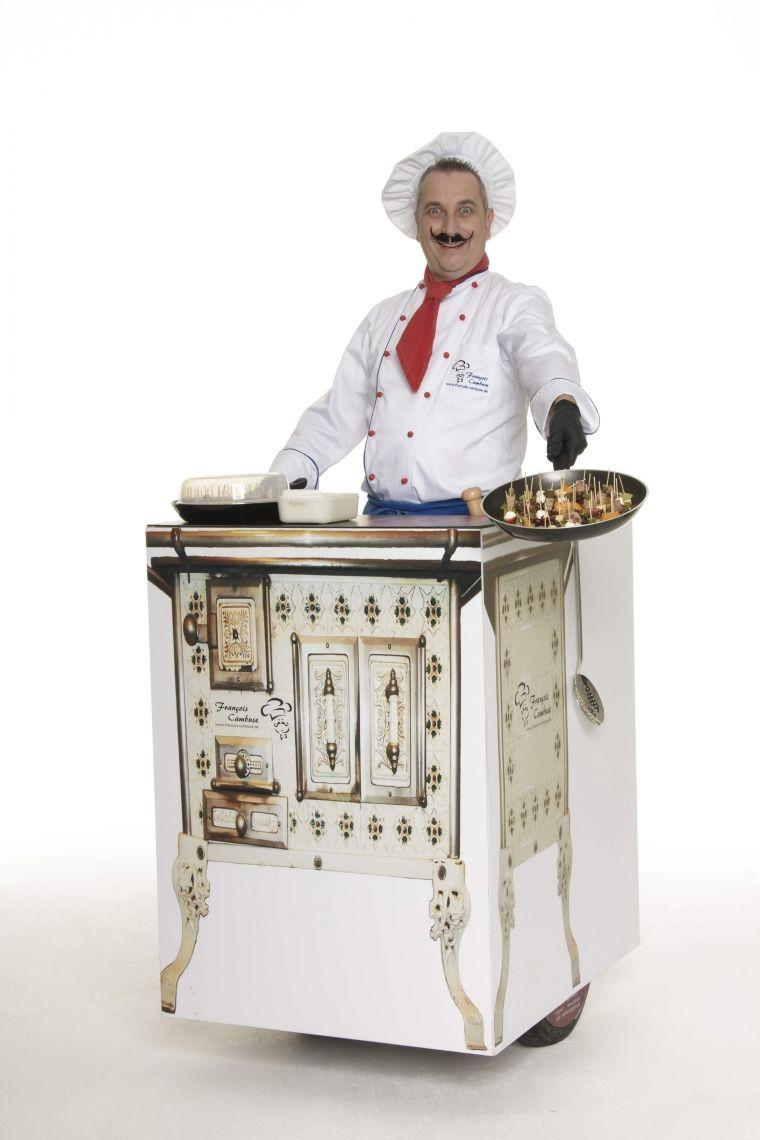 """François Cambuse und der schnelle Herd - ROLL-ACT Ein scheinbar französischer Koch mit seinem rollenden Herd - bien sûr en français. Ein """"Flying buffet"""" auf 2 Rädern."""