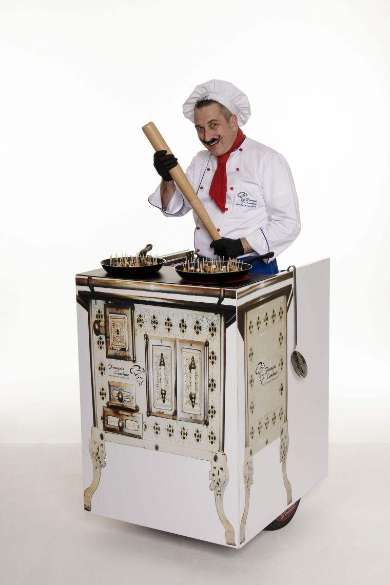 """François Cambuse und der schnelle Herd - ROLL-ACT Ein scheinbar französischer Koch mit seinem rollenden Herd - bien sûr en français. Seine """"Äppschen"""" präsentiert er immer wieder mal auch mit """"Geschmacksverstärker"""" ;-)"""
