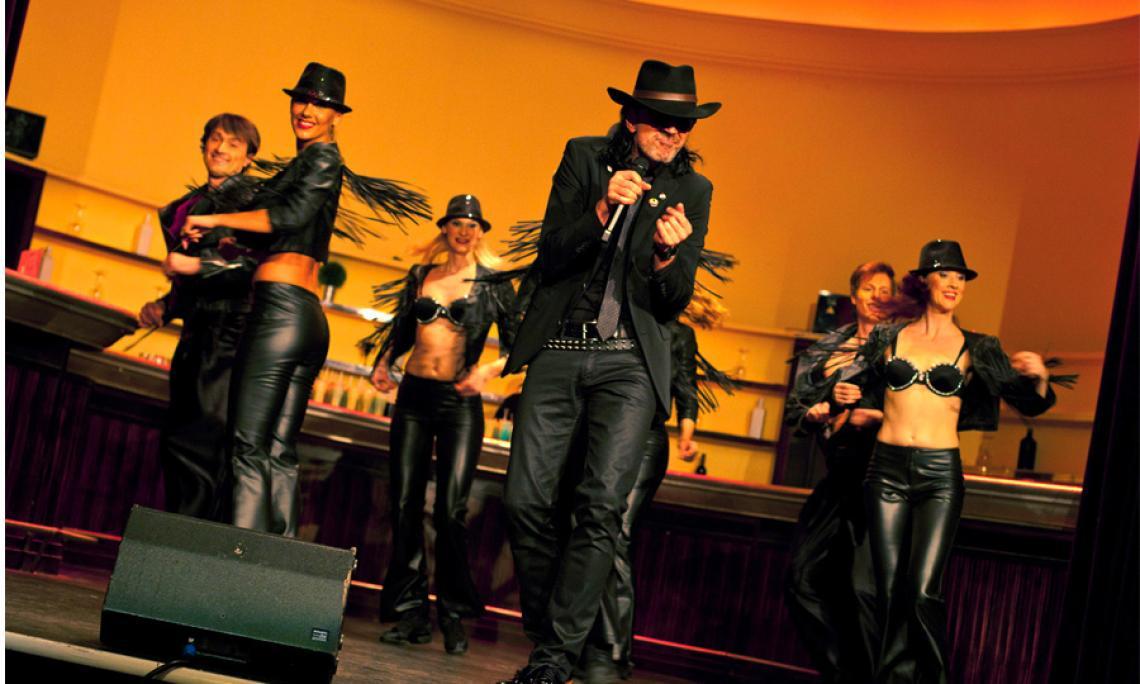 Frank Adorf und die Energy Dancers performen den Sonderzug nach Pankow Showact zum assistance partner AWARD in Berlin